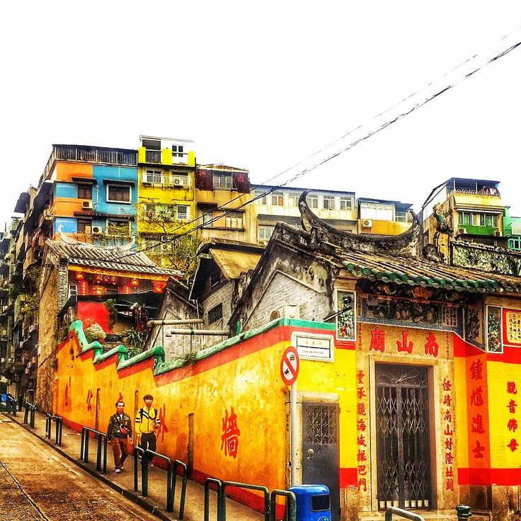Beautiful colours interconnecting two cultures.  #macao #macaustreet #macauig #china #temple #colors #culture #instagram #vision #macaulifestyle #pictureoftheday #explore