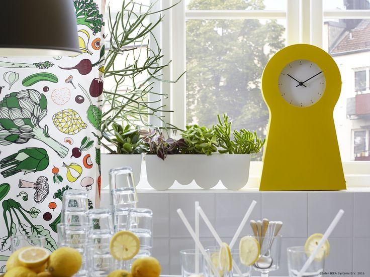 Ceasul IKEA PS 1995 are o formă inspirată de vechiul ceas suedez Mora și poate fi folosit și ca spațiu practic de depozitare pentru obiecte mici.