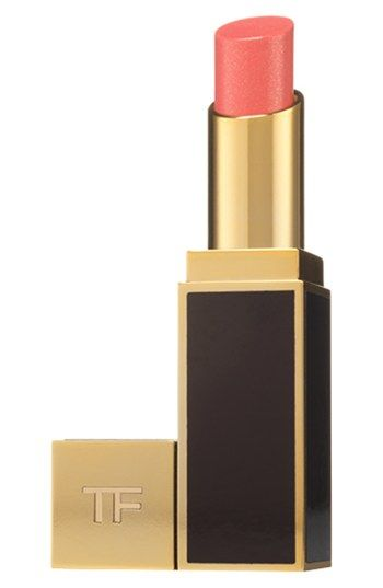 Tom Ford Lip Color Shine features a blend of soja seed extract, Brazilian murumuru butter and chamomilla flower oil to condition and moisturize your lips while draping you in a veil of high-shine color.