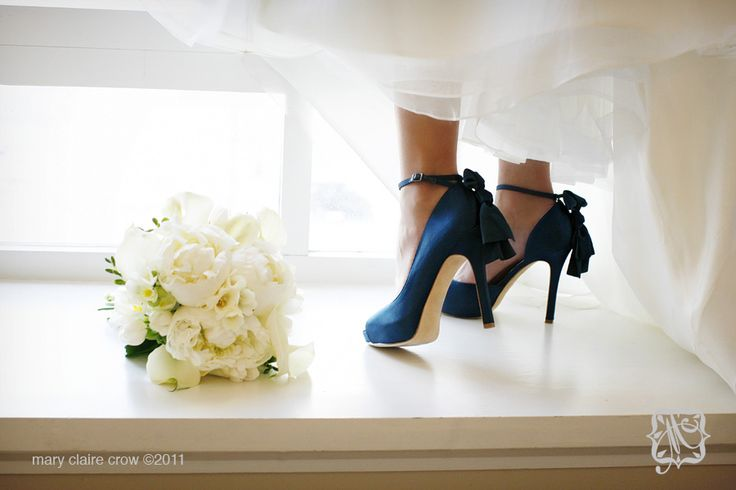 Oh delicious teal wedding shoes...I also think this would be a fab wedding photo :)