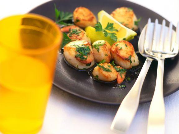 Gebratene Jakobsmuscheln ist ein Rezept mit frischen Zutaten aus der Kategorie Muscheln. Probieren Sie dieses und weitere Rezepte von EAT SMARTER!