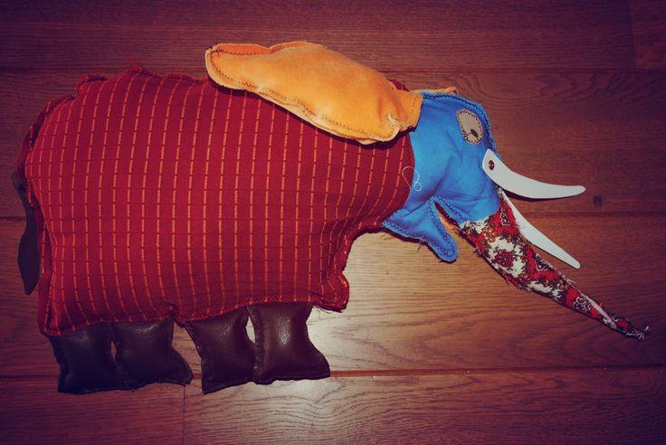 Thema: Ik voel een voet! - zelfgemaakte olifant