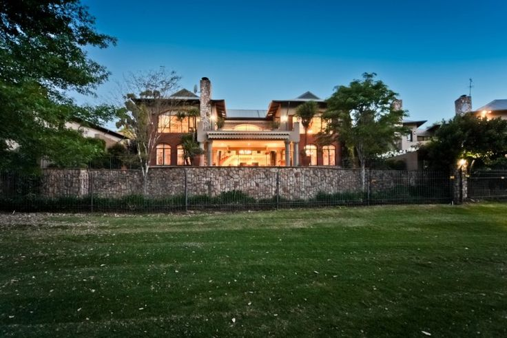 5 Bedroom Cluster For Sale in Parkview - Magnificent cluster on sought after golf estate in Parkview http://www.jawitz.co.za/property/109883