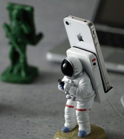 Suporte para smartphone no formato de Astronauta ou Soldado