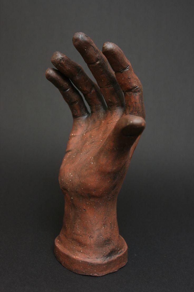 Originální+keramická+soška+-+ruka+Originální+keramická+soška+-+ruka.+Výška+cca+23+cm.+Rok+vzniku+2014