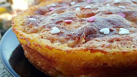 La meilleure recette de Gâteau de belle mère aux pommes! L'essayer, c'est l'adopter! 5.0/5 (6 votes), 9 Commentaires. Ingrédients: 2 belles pommes, 150 gr de farine, 130 gr de sucre, 2 oeufs, 100 gr de lait, 1 sachet de levure chimique, 1 pincée de sel, 60 gr d'huile de tournesol Pour la crème : 70 gr de sucre, 80 de beurre, 1 oeuf