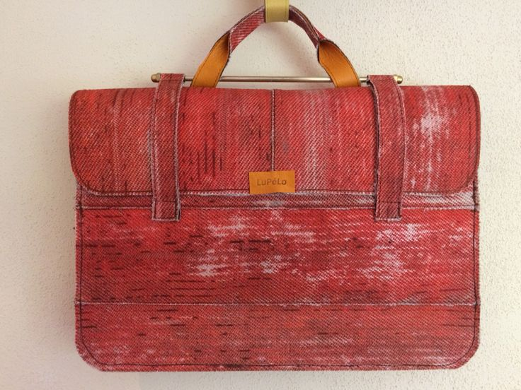 Revival of the old schoolbag, made of used firehose