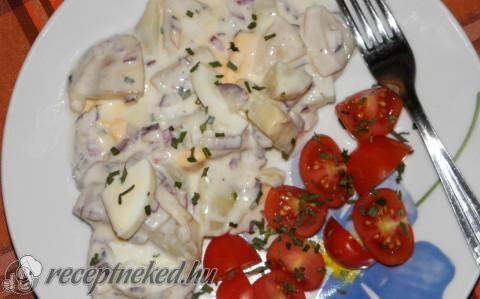 Joghurtos krumplisaláta főtt tojással recept fotóval