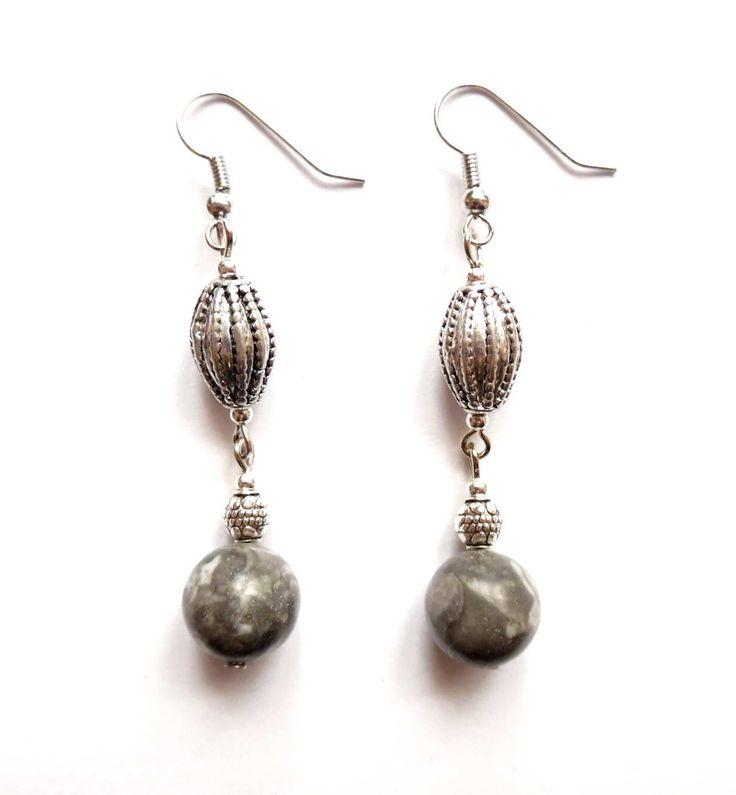 Örhängen med pärlor av grå picassso jaspis