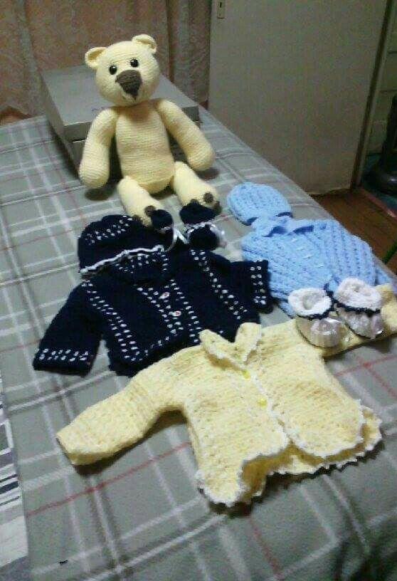 Todo hecho en crochet ,hasta el oso. Para bebe.