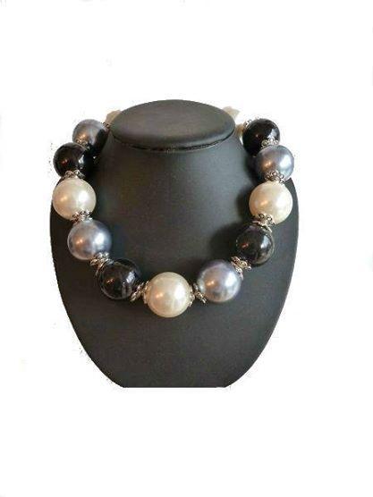 Collar se perlas en varios colores. Cierre de mosquetón y cadena extensible http://chanchelcomplementos.com/en/shopping/categoria-collares/collar-perlas-detail.html