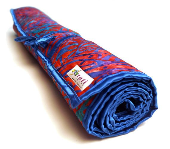ITEM DESCRIPTION    This beautiful Yoga Mat is made of absolutely stunning Bali Batik (100% cotton) and can be washed in a washing machine. It is made