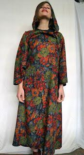 Vestiario handmade : Kleid mit Kapuze     ----  Φόρεμα με κουκούλα