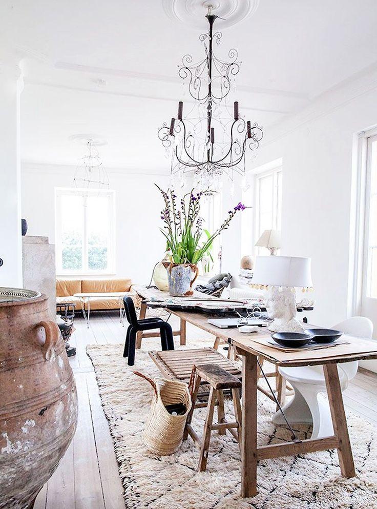 Provance interior decor, countryside interior, dining room decor, french interior decor, french countryside, farmhouse interior, moroccan rugs, moroccan rug