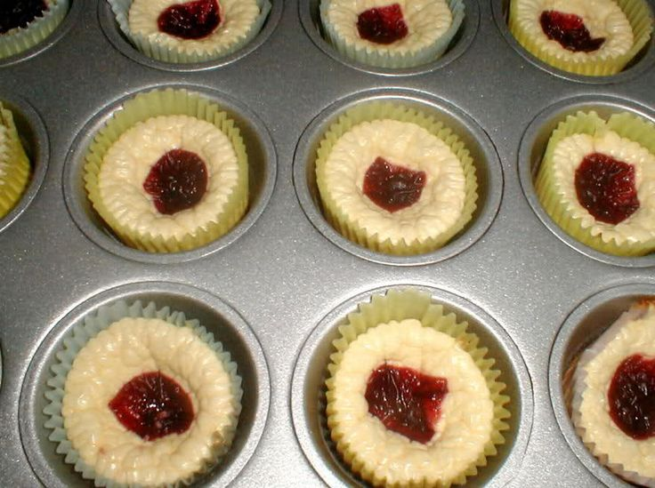 Low carb cheesecakes **** 2 8oz. pks. philadelphia cream cheese  1/2 cup sweetener (I use spenda)  2 eggs  1/2 tsp. vanilla  1/2 tsp lemon zest  ****  Soften cream cheese about 40 seconds in microwave. Add other ingredients. Beat with mixer till smooth. Pour into 12 muffin pans lined with the papers. Bake at 350 for 20 min.