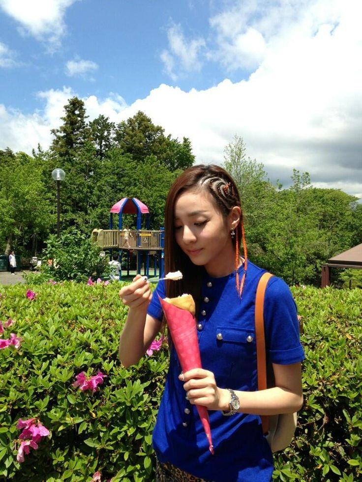 Sandara Park ★ 2NE1 | Balmain T-shirt