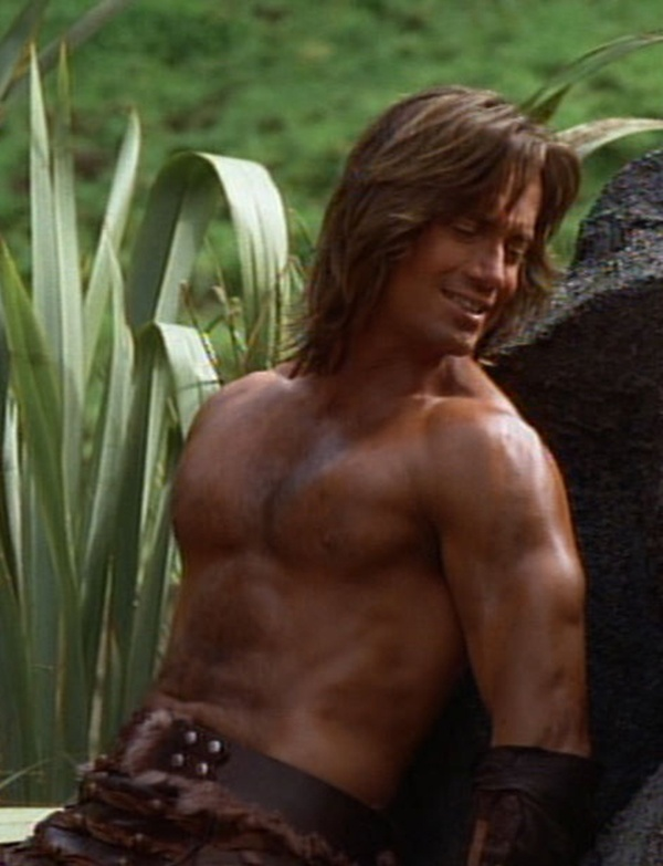 Normally I don't like too much muscles on men, but Kevin Sorbo is definitely cute <3