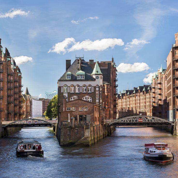 På kanaltur i Hamborg. Bestil en storbyferie til Hamburg med Apollo. Find din næste storbyferie her: http://www.apollorejser.dk/rejser/storbyferie
