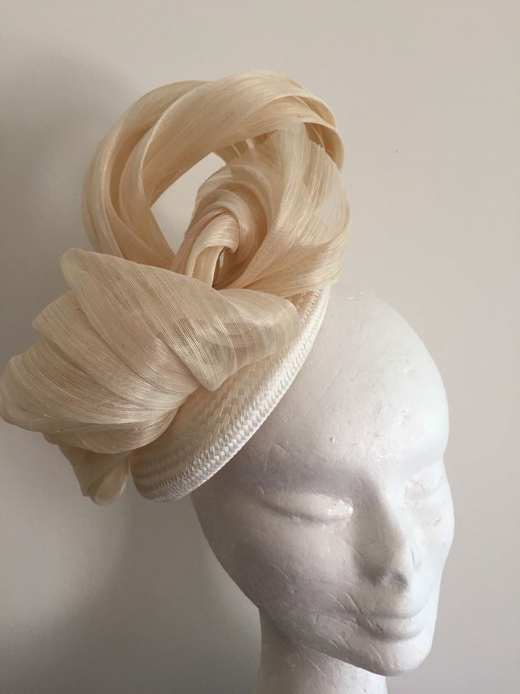 Natural silk abaca in white button base with comb