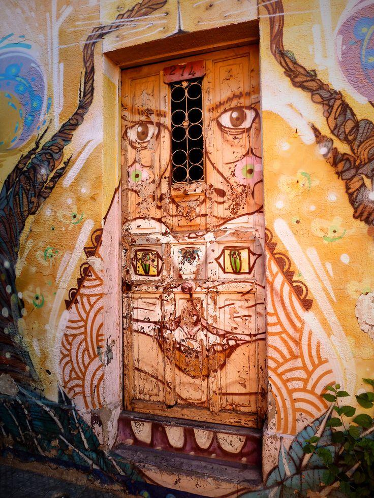 Street art, in Bellavista, Santiago, Chile #orange / Art de rue, dans le quartier Bellavista, à Santiago du Chili