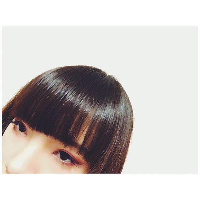 やっと美容室行けた💇🏻💕 伸びっぱなしでボサボサやった髪の毛が ヘッドスパとトリートメントで生き返ったよ😎🙌🏻💕 #今日のメイク #アイメイク #赤シャドウ #目 #美容室 #カット #ヘアスタイル #目 #前髪復活 #ぱっつん #メイク好き #日本人 #被写体 #TodaysMake #makeup #eyemake #eyes #redshadow #hairsalon #bangs #Japanese #Japanesegirl #me