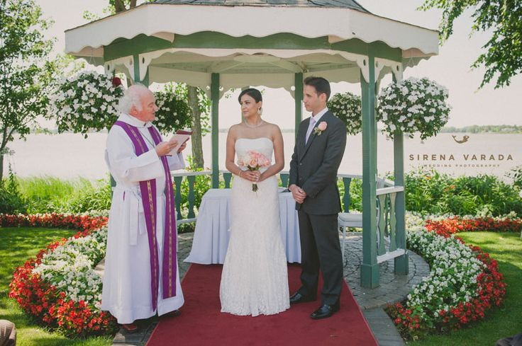 Montreal Wedding Photography at Chateau Vaudreuil.