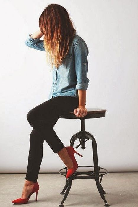 Denim Shirt Denim brand have lots of chic shirt. These kind of jeans fabric shirts are my favorite. Black leggings are very suitable with these jeans fabric shirts. Red heels in the picture make combination very attractive