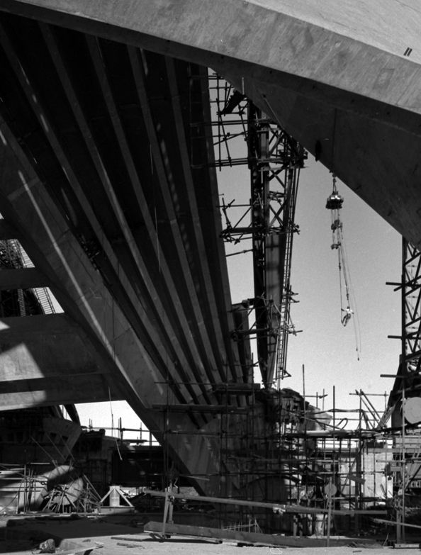 The Sydney Opera House under construction shows dogman riding the load, June 1955. Max Dupain photo.