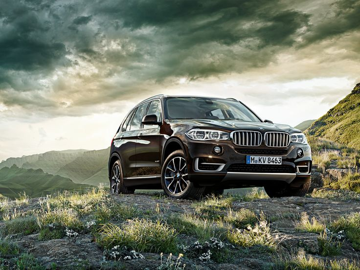 BMW X5 Has a Large Size Cabin Front View HD