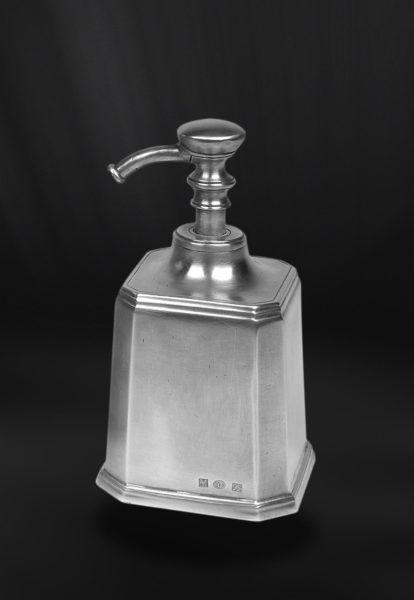 Pewter Soap Dispenser - Length: 9,5 cm (3,7″) - Width: 9,5 cm (3,7″) - Height: 17,5 cm (6,9″) - #pewter #soap #dispenser #peltro #dosatore #sapone #liquido #zinn #seifenspender #étain #etain #savon #peltre #tinn #олово #оловянный #gifts #giftware #bath #bathroom #accessories #badaccessoires #accessori #bagno #home #housewares #homewares #decor #design #bottega #peltro #GT #italian #handmade #made #italy #artisans #craftsmanship #craftsman #primitive #vintage #antique