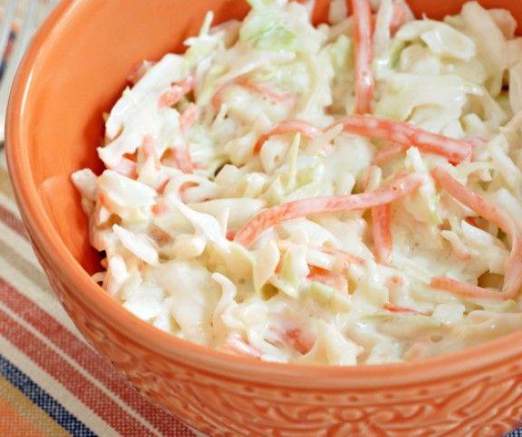 http://www.mindmegette.hu/Nyáron köretként sokkal jobban esik egy hűsítő saláta, mint a klasszikus sült burgonya, rizs vagy krumplipüré. Készítsetek tzatzikit, coleslaw-t vagy tésztasalátát a hirtelensültek és a grillételek mellé, hálásak lesznek érte a vendégek!