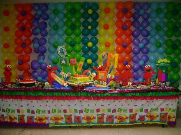 Decoración de Fiesta Infantil  Motivo: Elmo (Plaza Sesamo)  Colores: amarillo, azul y naranja.