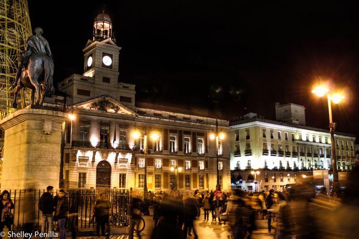 Movimiento de gente en Puerta del Sol