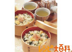★★ +七味&白ごま、生姜無しで。味は普通。だけど冷めても美味しい。お弁当にいいかも。小松菜は違う青菜にしてもいいかも。 小松菜の混ぜご飯