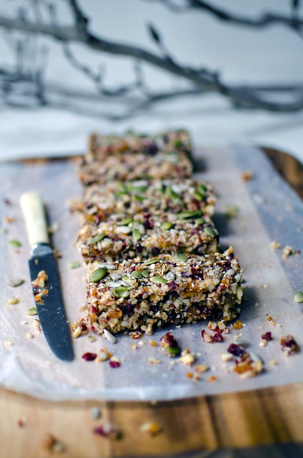 Quinoa fruit nut bars, naturally gluten-free and full of fruit, nuts and deliciousness