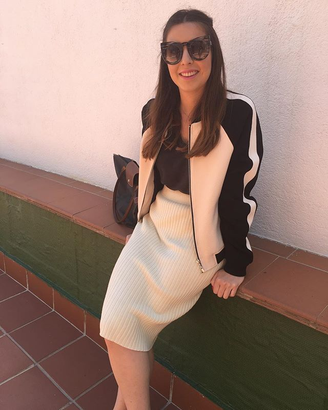 #Mood  #ootd #friday #weekend #lunch #fashion #look #outfitoftheday #madrid #style #spanishfashion #modaespañola #mango #bomberjacket #zara #tshirt #lookoftheday #glamorous #skirt #accessories #topshop #sunglasses #shades #sunnies #longchamp #bag