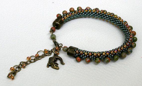 Unakit Armband mit Krokodil Bernstein mit Perlen TOHO von Mulinka