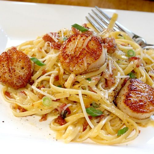 ArtandtheKitchen: Carbonara with Pan Seared Scallops  This is such a quick and simple recipe with  gourmet flavour, an all-time favourite of mine. This entire dish can be whipped up in less than 30 minutes; a gourmet meal that you would be proud to serve to company!