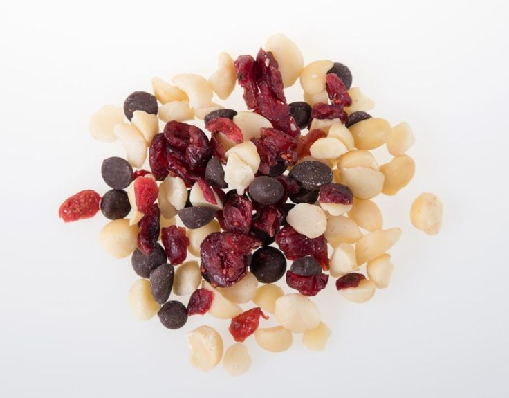 Ladies, allow us to present the mix you have all been waiting for... Our brand new Cranberry, Macadamia and Chocolate Mix! Packed with the amazing health benefits of cranberries, Macadamias and little drops of every woman's favourite indulgence... 40% Belgium dark chocolate. Enjoy on its own, or in these heavenly Cranberry, Macadamia and Chocolate cookies: http://bit.ly/2wAdkUs Available in 100g and 30g snack pack portions. #WomensHealth | #WomensMonth | #HealthyLifestyle | #HealthySnacks