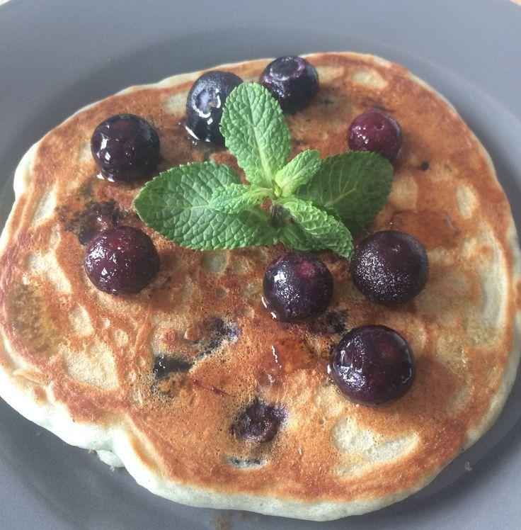 Americain pancakes maar  dan helemaal vegan #vegan #plantaardig #recept #ontbijt #veganontbijt #pannenkoekjes #amerikaans #bosbessen