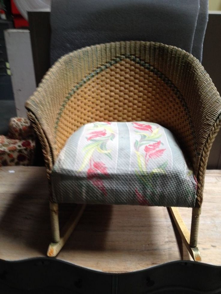 Antique/Vtg Lloyd Loom of Michigan Childrens Wicker Rocking Chair Original RARE.