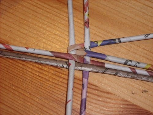 How To Weave A Basket With Paper Strips : Woven magazine page paper basket tutorial good pictures