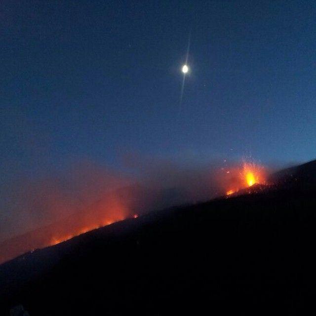 La luna, il fuoco, l'Etna...la Sicilia... #typicalsicily