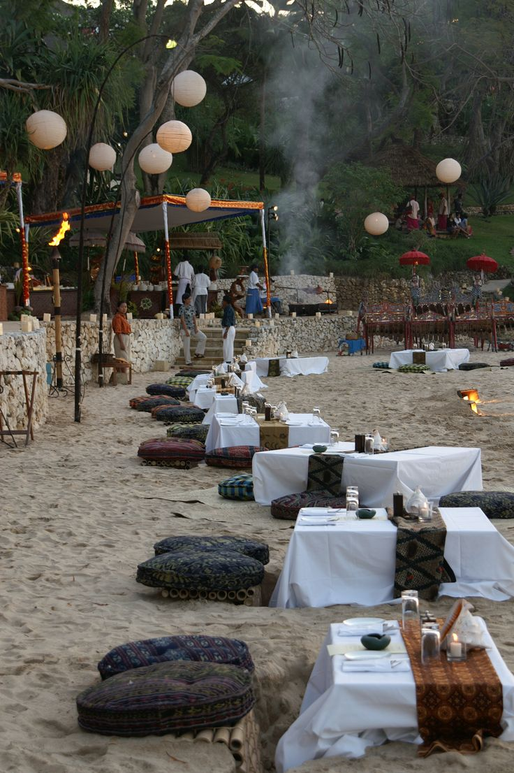 First night in Bali - Dinner on the beach - Four Seasons