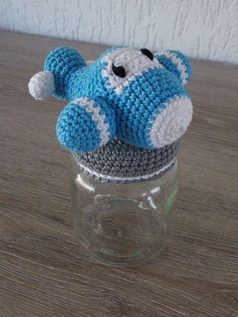 Omhaakt potje vliegtuig (met link naar gratis patroon) / crochet jar airplane (with link to free pattern)