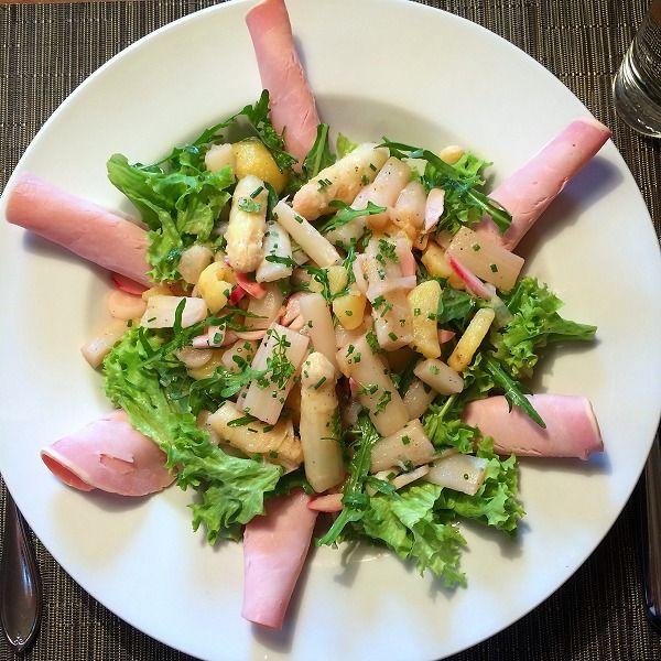 Bunter Spargel-Kartoffel-Salat mit Schinken