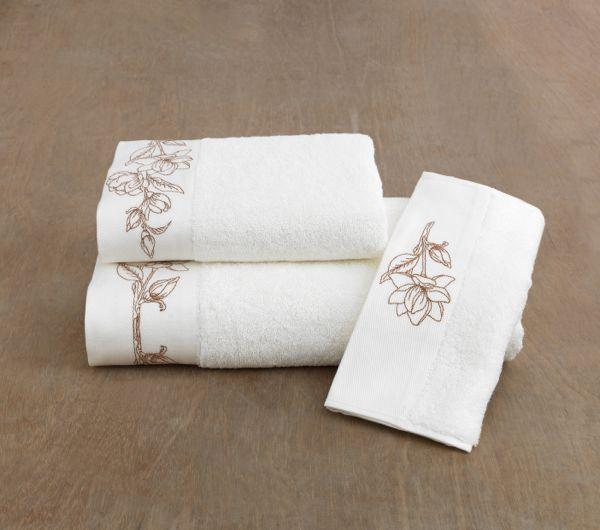 Kolekce osušky, ručníku a bidetového ručníku nesoucí název VIOLA.