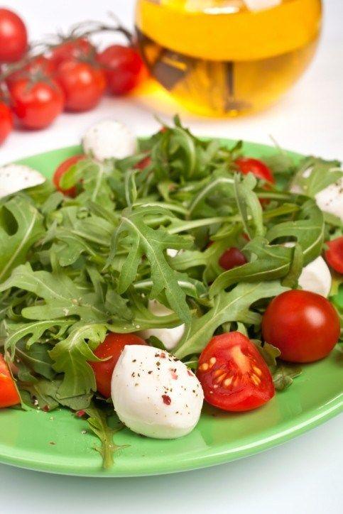 85% 50 Не готовил(а) Оцените рецепт  Рекомендуют 50 человек  Ингредиенты Сыр моцарелла 300 г Помидоры черри красные 15 штук Рукк...