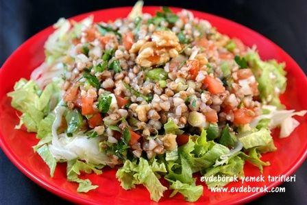 Cevizli Karabuğday Salatası Tarifi  Greçka da denilen karabuğday çok faydalı ve son derece besleyici bir ürün. Biz de karabuğday ile hem sağlıklı hem de lezzetli bir salata tarifi oluşturduk. Evdeborek yemek tarifleri olarak afiyet dileriz.   http://www.evdeborek.com/cevizli-karabugday-salatasi-tarifi/1059/