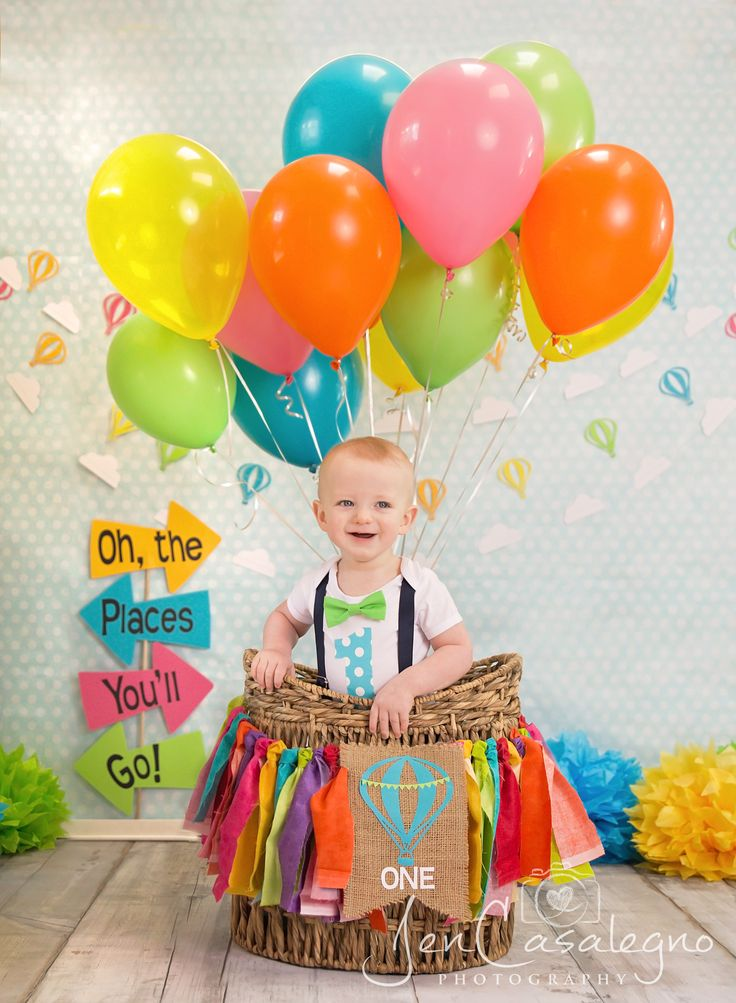Oh The Places You'll Go theme First birthday photo shoot Dr. Seuss Birthday Photography Hot Air Balloon